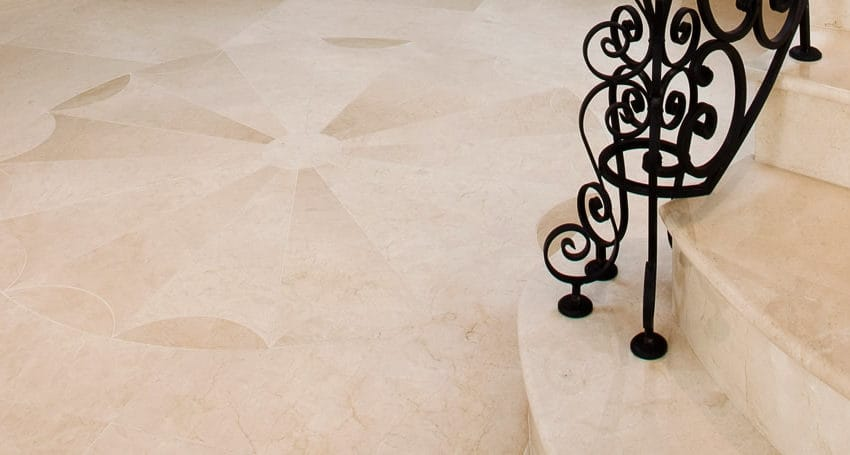 Лестница из мрамора Крема Марфил Экстра
